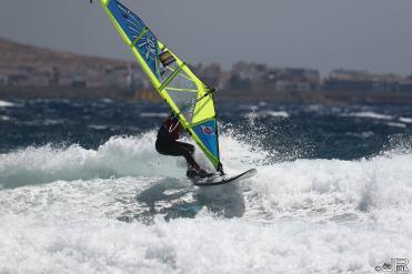 Magnifique surf une main SANS TOMBER S'IL-VOUS-PLAÎT
